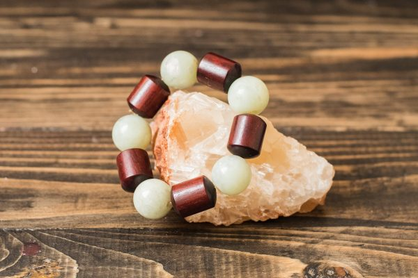 Белый нефритовый браслет и кедр «Линии»