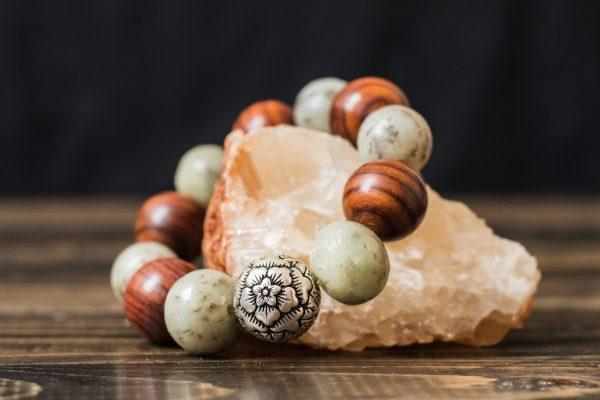 Белый нефритовый браслет и палисандр «Тепло Камня»