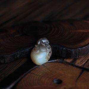 Нефрит с Трёхлапой жабой 016