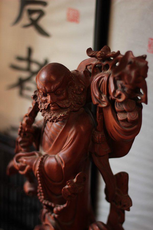 "Сттуэтка из дерева ""Бодхидхарма"""